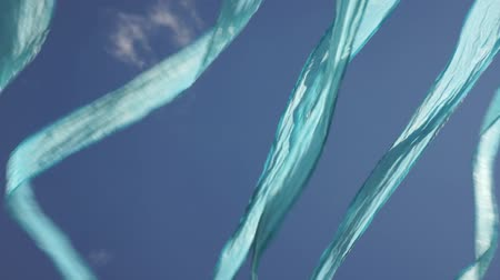 fitas : Blue ribbon flags fluttering in the wind Vídeos