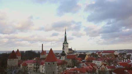 Észtország : Tallinn, Estonia old city panorama Stock mozgókép