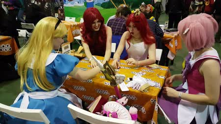 cômico : Moscow, Russia - November 19, 2016: Cosplayers playing table game at the Gamefilmexpo festival dedicated to video games, TV series and comics, anime, manga, cosplay. Vídeos