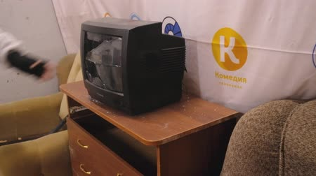 marreta : Kaliningrad - Russia, April 02, 2018: Man destroys an old TV set by a sledgehammer in the ruins of an apartment Vídeos