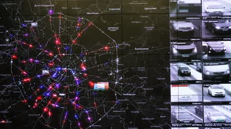 centro de bairro : Moscow, Russia - February 9, 2018: Interactive map in the traffic monitoring center shows statistics of traffic accidents and violations of traffic rules
