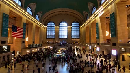 horário : New York, USA - September 6, 2018: Passengers moving at Grand Central time lapse Vídeos