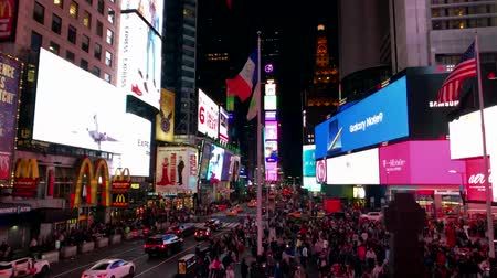 vezes : New York, USA - September 6, 2018: Time Square night time cityscape time-lapse Vídeos