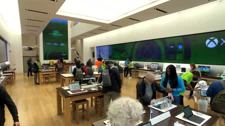 avenida : New York, USA - September 6, 2018: Microsoft store interior in 5th avenue in Manhattan
