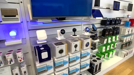 przyszłość : New York, USA - September 6, 2018: Smart home connected devices for sale in Microsoft store in 5th avenue in Manhattan Wideo