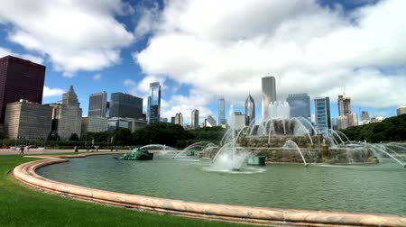 subvention : Chicago, USA - 16 septembre 2018: Panorama de la fontaine au moment de la journée, Buckingham Fountain est un monument phare de Chicago situé au centre de Grant Park