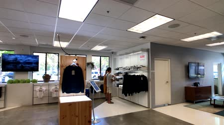 штаб квартира : Mountain View, USA - September 25, 2018: Google store gift shop interior in Googleplex headquarters main office Стоковые видеозаписи