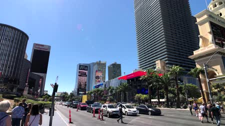 flaga : Las Vegas, USA - September 10, 2018: Tourists visiting the sights at sunny day time