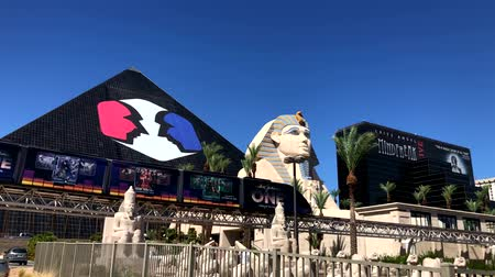 sfenks : Las Vegas, USA - September 10, 2018: Tourists visiting the sights at sunny day time