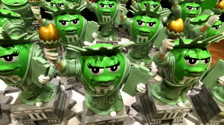 mms : Las Vegas, USA - September 10, 2018: Funny Liberty statues at M&MS World Candy Store at the Strip Stock Footage