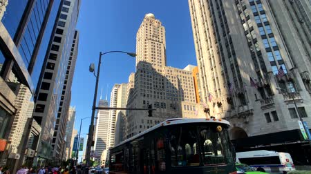 ミシガン州 : Chicago, USA - September 10, 2018: Downtown traffic and sights at sunny day time