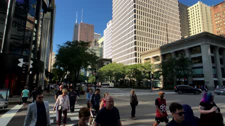 wrzesień : Chicago, USA - September 10, 2018: Downtown traffic and sights at sunny day time