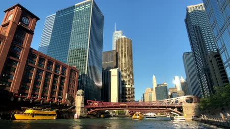 wrzesień : Chicago, USA - September 10, 2018: Downtown landmarks at sunny day time