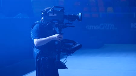 stabilizátor : Moscow, Russia - March 13, 2019: Steadicam man working on stage at concert