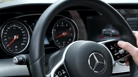 algılayıcı : Berlin, Germany - April 16, 2019: Man uses touch controls on the steering wheel Stok Video