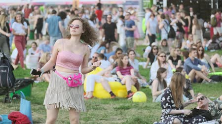 danse jazz : Moscow - June 22, 2019: People attend open-air concert at International Jazz Festival Usadba Jazz in Kolomenskoe Park