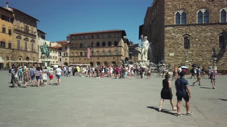 toszkána : Florence, Italy - August 1, 2019: Tourists visiting the most famous attractions and monuments in old city