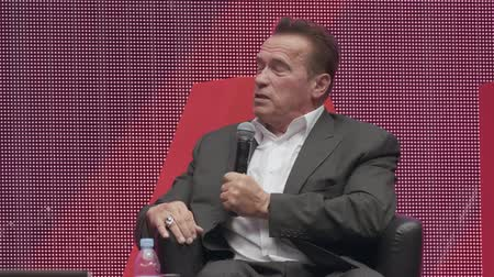 un : Saint Petersburg, Russia - October 4, 2019: Arnold Schwarzenegger, famous actor, politician and businessman, speaks at a business forum