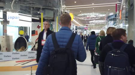 人口 : Skolkovo, Russia - October 21, 2019: Hyperlapse walks around the technology park during the Innovation Forum