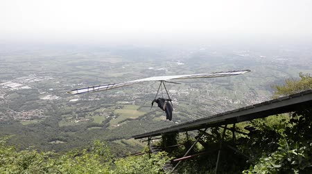 grappa : Take-off di Hang Glider dalla piattaforma in Monte Grappa