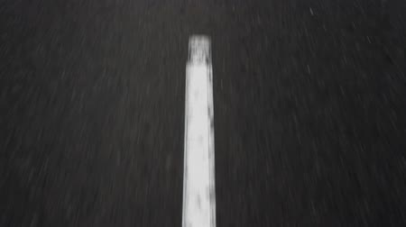 uliczki : Seamless loop of a car moving on the road, passing over broken white marking lines. HD locked down shot. Wideo