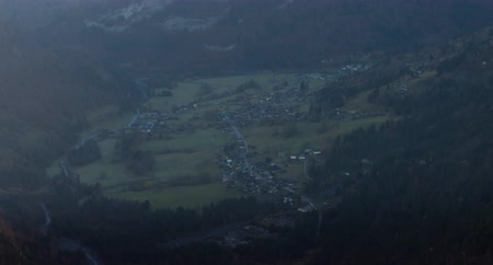 sklon : TILT UP  Wide angel view of mountain peaks in French Alps, Sixt-Fer-a-Cheval village in the valley. 4K UHD