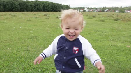 otlak : first steps. smiling and laughing. Stok Video