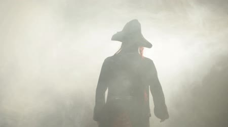 The pirate goes to the fog. 影像素材