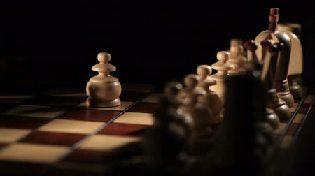 primeiro plano : Chess game starts - white moves the pawn. Stock Footage