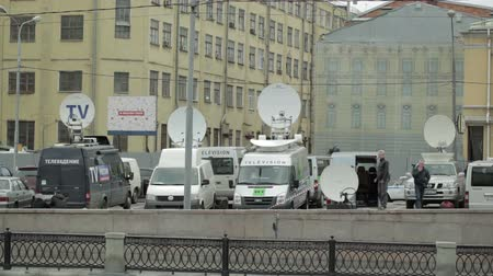 breaking news : Parked satellite TV van transmits breaking news events to orbiting satellites for broadcast around the world Stock Footage