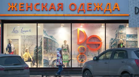 kirakat : MOSCOW, RUSSIA - OCTOBER 28, 2013: Show-window of female clothing shop on Leninsky Prospekt with people passing by