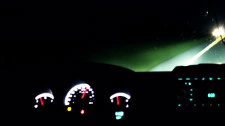 přístrojová deska : Time lapse of car driving at night. View from inside with luminous dashboard and road lights