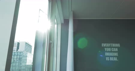 představit si : Steadicam shot of bright sunlight coming through the house window and conceptual text on the green wall. Everything you can imagine is real Dostupné videozáznamy