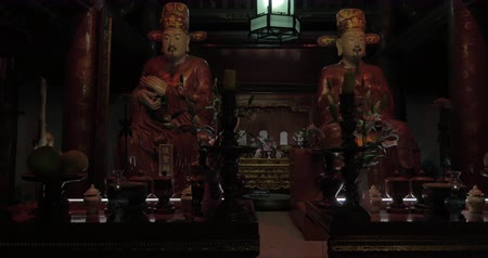 tanítvány : Two statues of Confucius disciples inside the Temple of literature in Hanoi, Vietnam