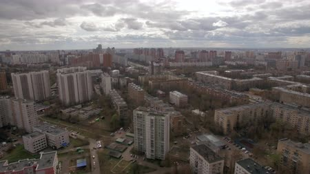 moskwa : Panoramic aerial view of one of the districts of Moscow with residential buildings, playgrounds, kindergarten and road traffic, cloudy spring weather. Urban cityscape from quadrocopter