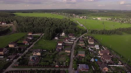 subúrbio : Aerial view of vast green rural areas with villages, fields and forests. Living in the countryside, Russia