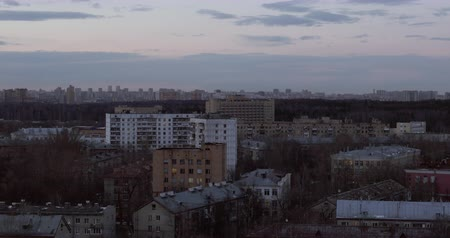 çok katlı : Cityscape in early spring, Russia. View with apartment blocks, bare trees and evening sky