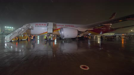 urlop : MOSCOW, RUSSIA - OCTOBER 31, 2017: Slow motion shot of deboarding aircraft of Hainan Airlines arrived to Sheremetyevo Airport at night. People walking down the airstairs