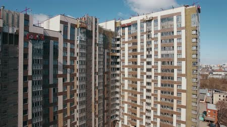 kusy : Aerial shot of almost finished new highrise apartment block with following city view. Moscow, Russia Dostupné videozáznamy