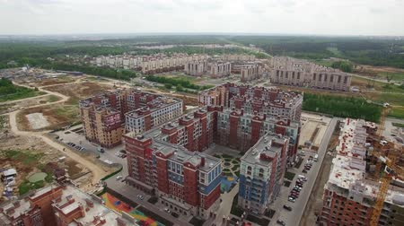 çok katlı : Aerial view of residential area with many new built highrise apartment blocks surrounded with green woods. New Moscow, Russia