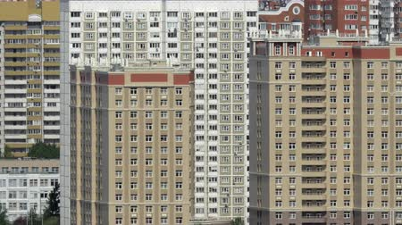 çok katlı : Moscow cityscape with many highrise apartment blocks. Densely populated city, Russia