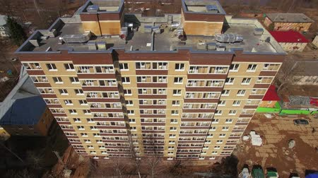 çok katlı : Aerial shot of new highrise apartment block with following view to the community with private houses, Russia Stok Video
