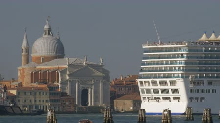 nave di linea : Large cruise ship sailing in Venice waterway and passing by Church of Santissimo Redentore, Italy Filmati Stock