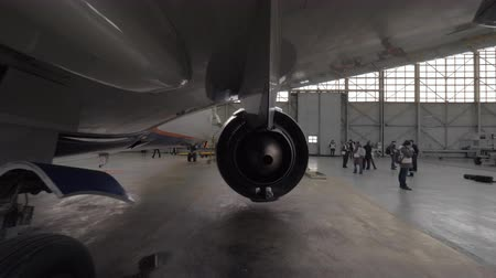 фюзеляж : Looking at engine from the back with following view to airplane fuselage. Aircraft in repair hangar