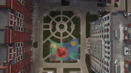 çok katlı : Aerial shot of highrise apartment complex with children playground and lawns in inner court. Area of New Moscow, Russia