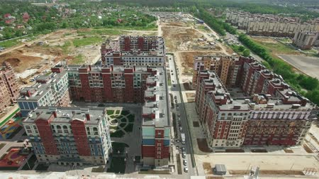 çok katlı : Aerial view of housing development in the area of New Moscow in Russia. New-built apartment blocks neighboring unfinished buildings. Summer view