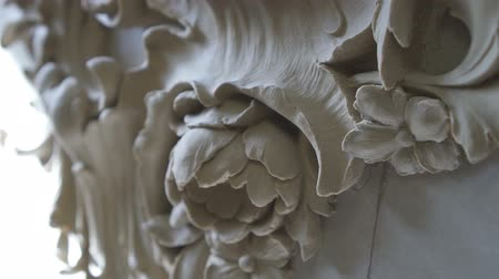 duvar kağıdı : Beautiful white plaster flower as a part of the molding piece with leafs and floral details. Macro. Close up.