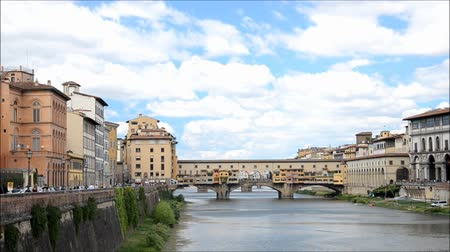 florencja : Picturesque film of colorful Ponte Vecchio over Arno River in Florence, Italy