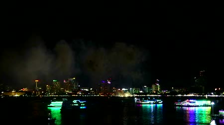colori arcobaleno : Pattaya fire work 2019 in middle pattaya beach Filmati Stock