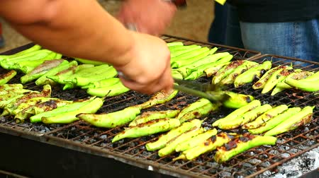 groene pepers : Grilled peppers stuffed with minced pork and seasoned minced chicken is street food